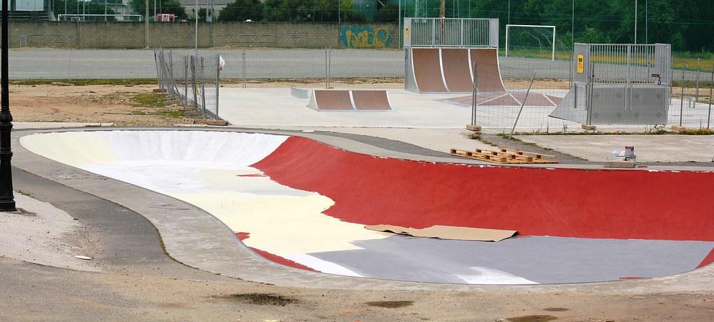 Skatepark y bowl arteixo detr s de la piscina municipal for Piscina arteixo