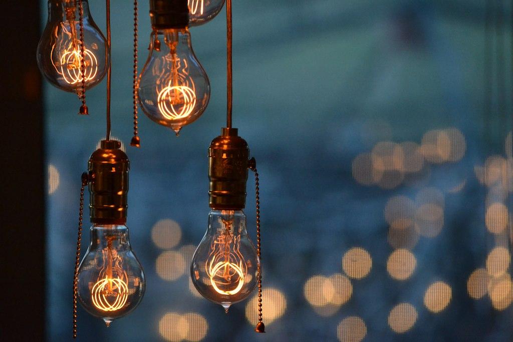 Light Bulb Chandelier - DSC_0127 | Light Bulb Chandelier - V… | Flickr