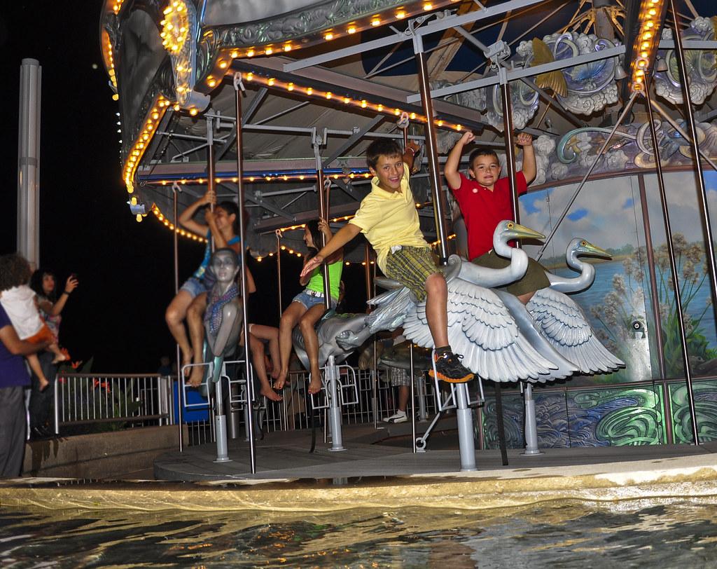 rivard plaza visit detroit detroit michigan detroit metro convention and visitors bureau