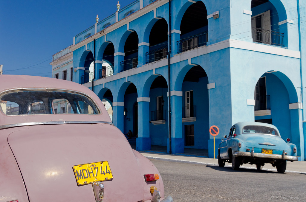 2 Old Cars and a blue building, Matanzas, Cuba