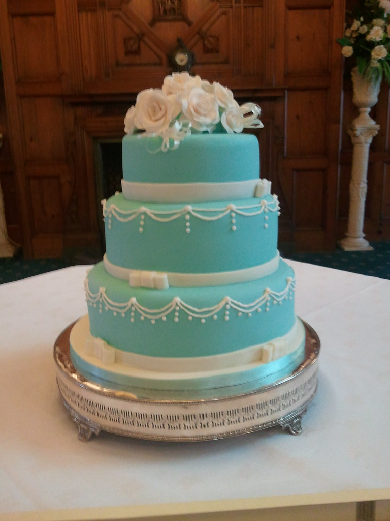 3 tier blue and white wedding cakes 3 tier blue wedding cake with made sugar 10214