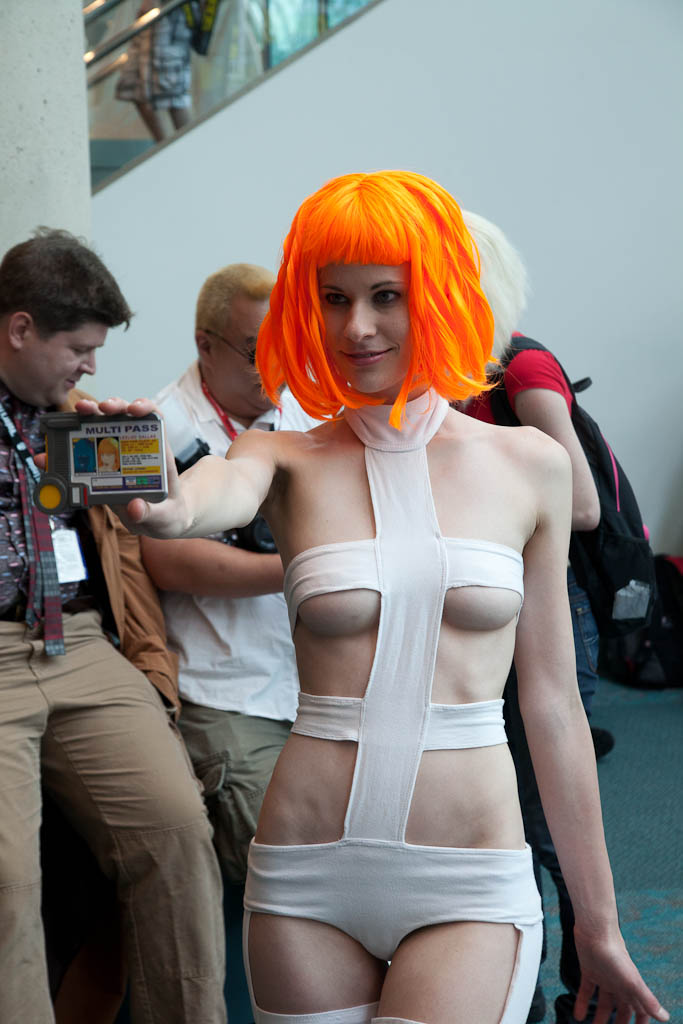 Fifth element leeloo dallas fucks herself hard 5