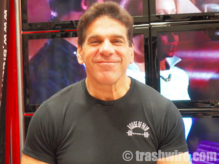 Lou Ferrigno signs autographs for fans | by trashwire
