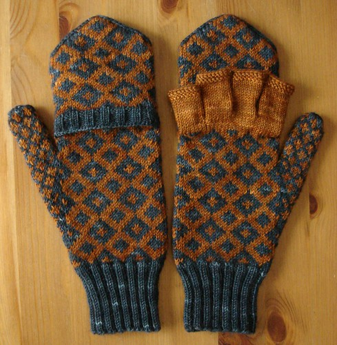 Windsor mitts - open and closed | by bewildery