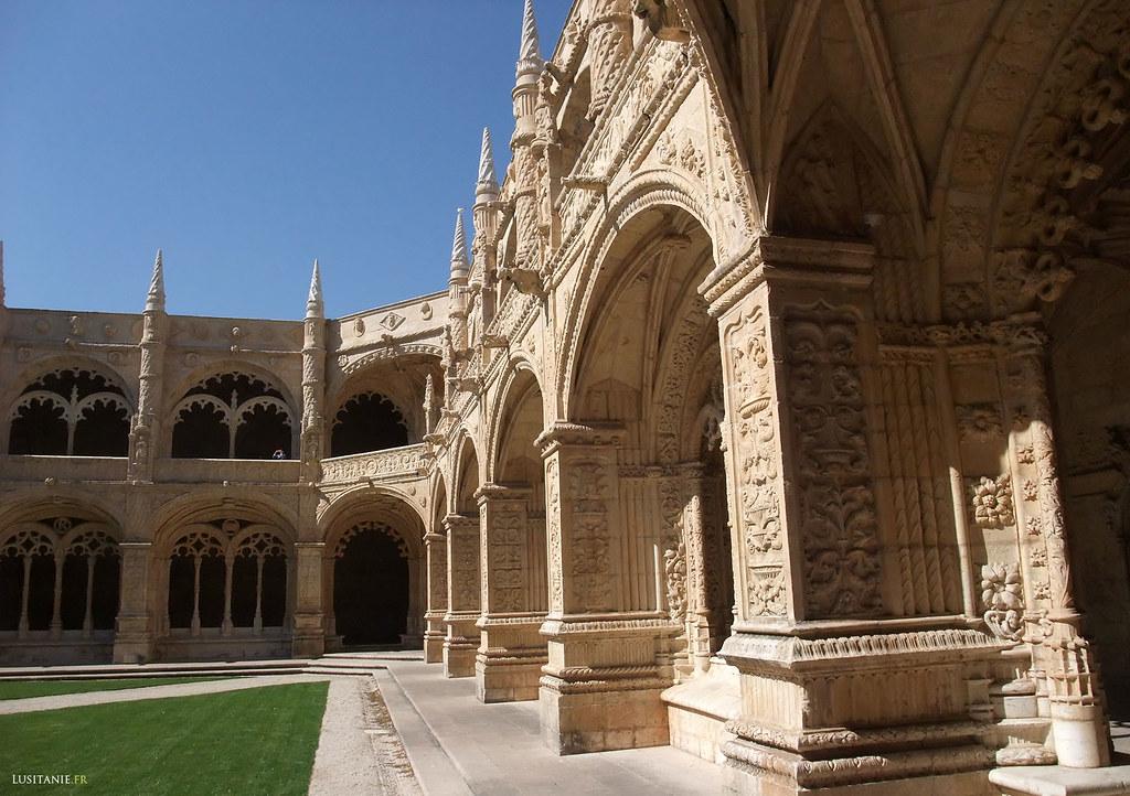 Le cloître, œuvre de Diogo Boitaca et de João Castilho, fut terminé en 1544