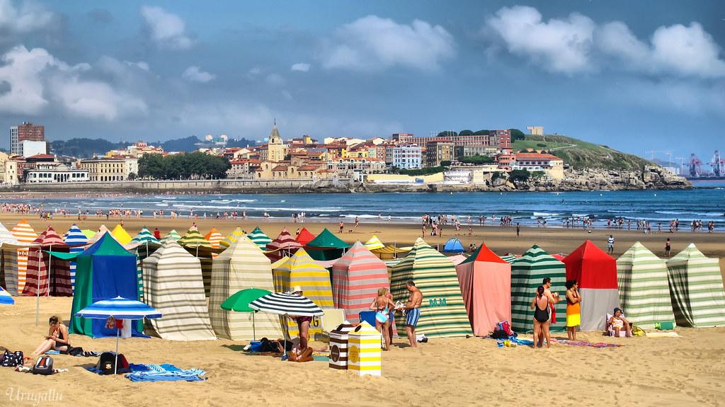 Casetas tipicas playa san lorenzo gij n con esta serie for Casetas de plastico para jardin