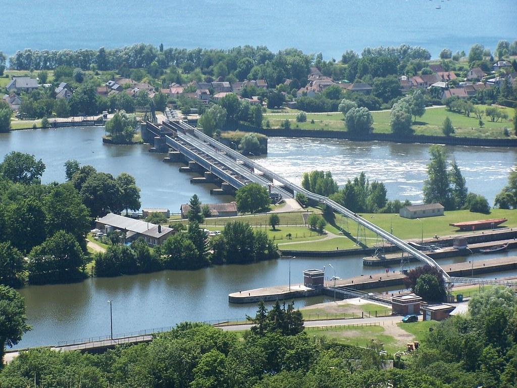 Vue sur le barrage de poses et sur les cluses d 39 amfrevill for Piscine de vigneux sur seine
