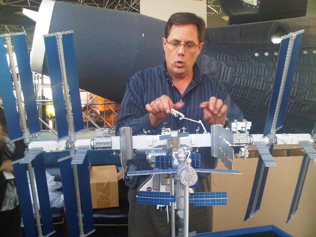 1:100 Scale Model of ISS in NASA Goddard Visitor Center ...