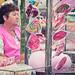1/99 La señora de  rosa que trabaja en un parque de diversiones pero no se divierte