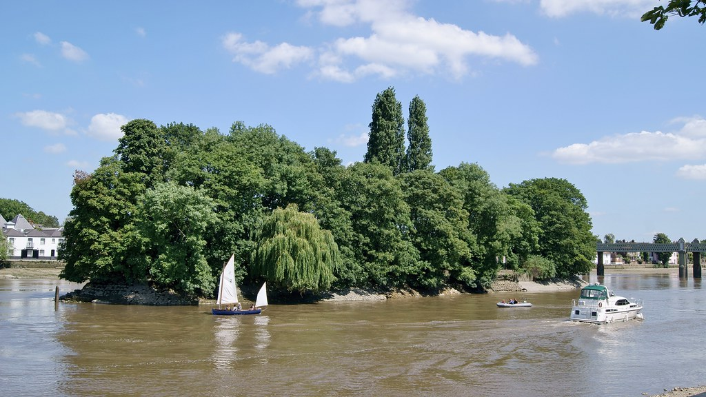 Oliver's Island in the Thames at Kew | Oliver Cromwell was ...