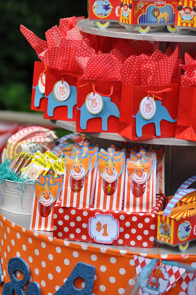 Circus Carnival Birthday Party Prizes Goodie Bags Amy S Party