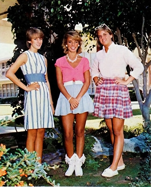 PHOTO OF GIRLS 80'S STYLE