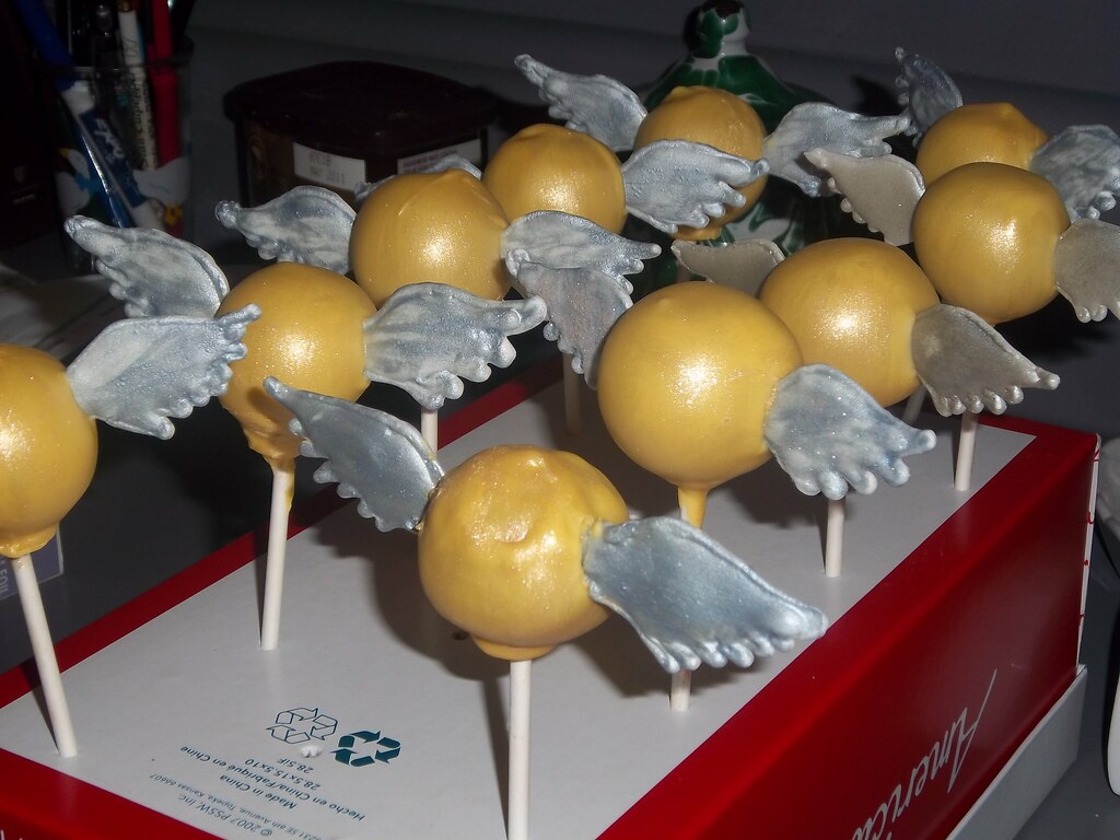 Harry Potter Golden Snitch Cake Pops