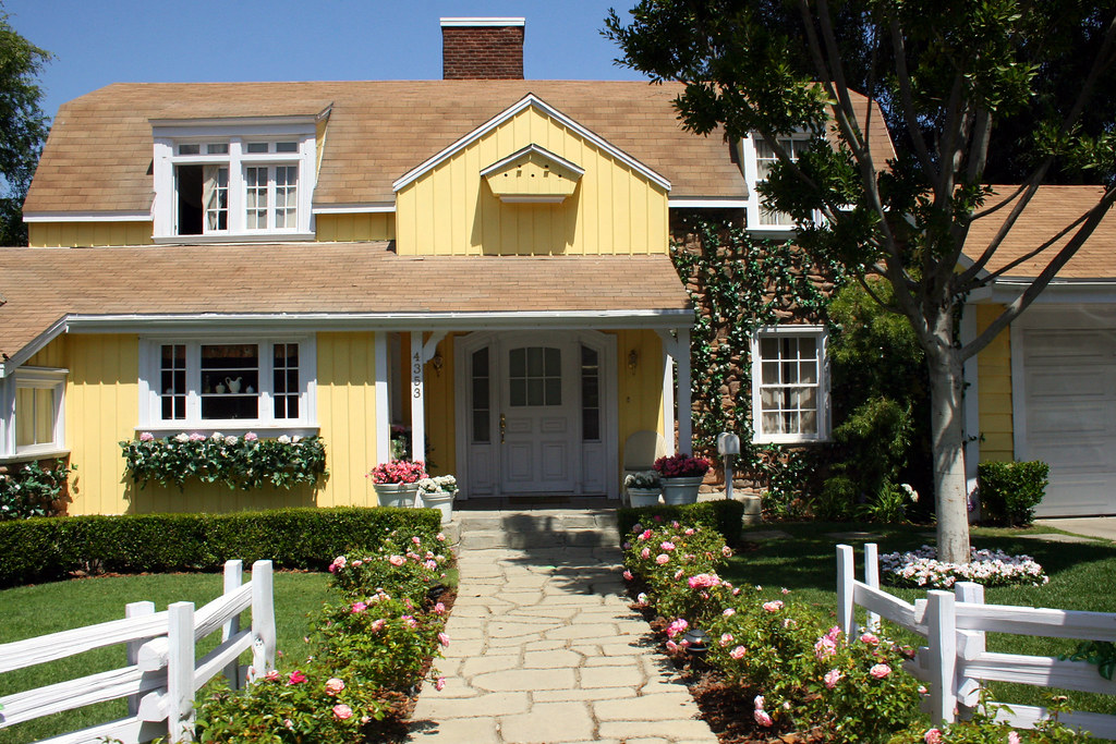 wisteria lane mike and susan 39 s house from desperate. Black Bedroom Furniture Sets. Home Design Ideas