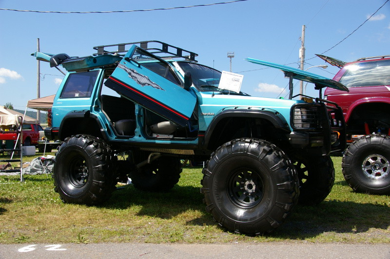 Tricked Out 1995 Jeep Cherokee XJ
