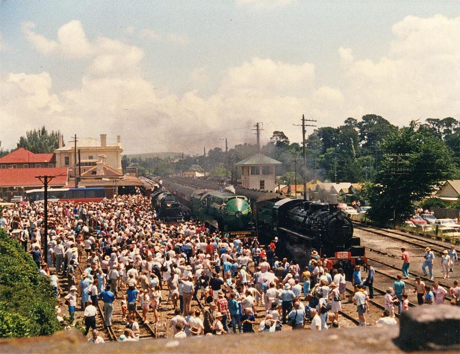 Moss Vale Australia  city photos gallery : LNER 4472