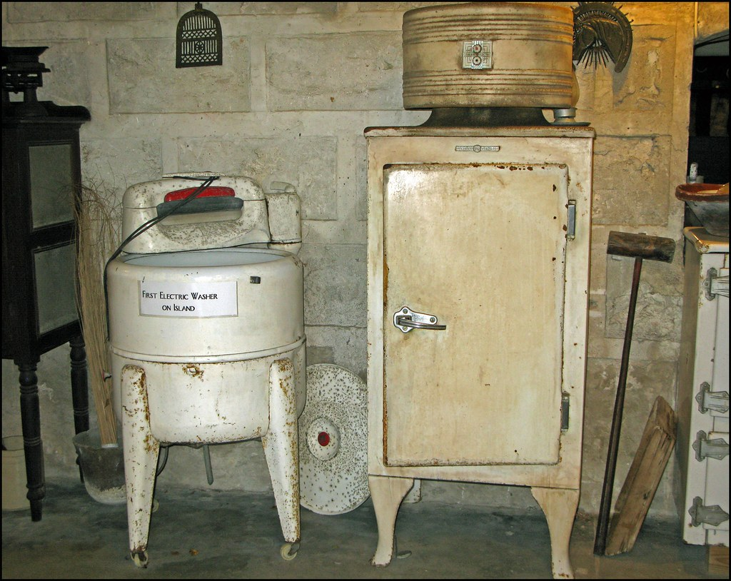 La premi re machine laver install e dans l 39 le arlette - Premiere machine a laver ...