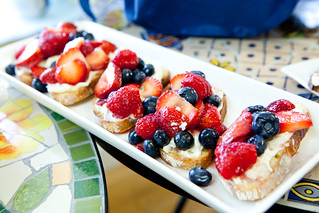 Grilled bread with mascarpone cheese and berries, drizzled with honey | by thewanderingeater