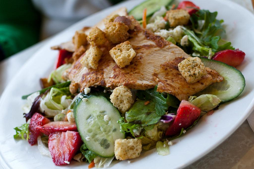 Plaza Restaurant Chicken Strawberry Salad Fresh Garden