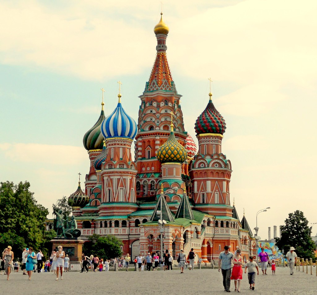 The cathedral of vasily the blessed red square in moscow for Famous landmarks in russia