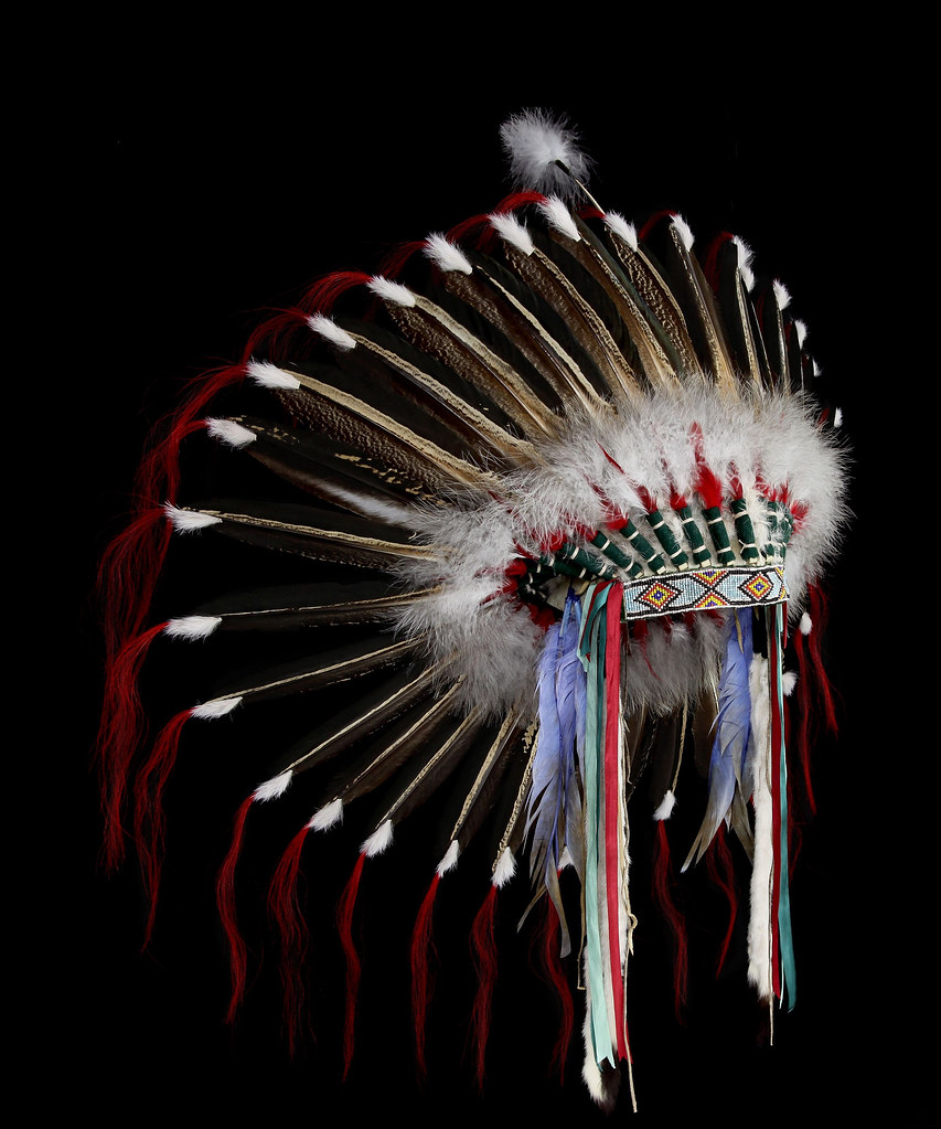 2116 10 02 Plains Style Headdress Side View Plains