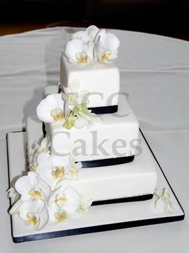 pice monte gteau de mariage orchides et ruban noir by the french cake company - Piece Mont Mariage
