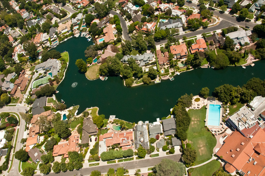 Toluca Lake Home To Miley Cyrus Julie Andrews Steve