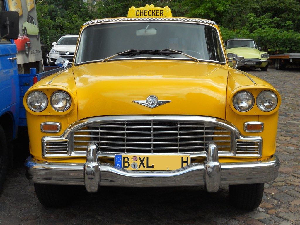 Checker NY Yellow XLCab (1969)  Checker Aerobus 110