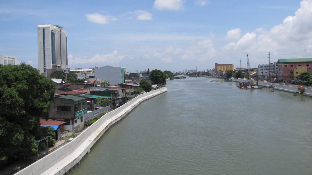 the pasig river Pasig river the pasig river is the main river in metro manila that connects  laguna de bay and manila bay it is approximately 27 km long with an average.