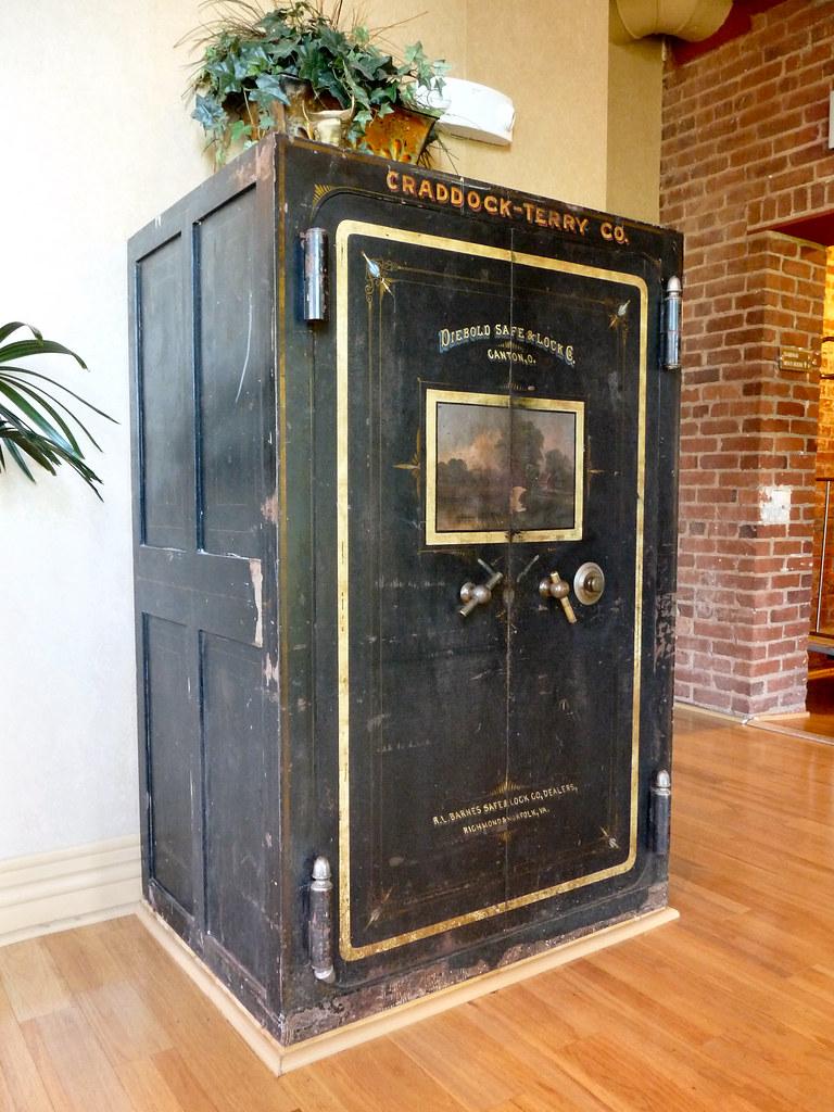 vintage safe in lynchburg virginia older photos. Black Bedroom Furniture Sets. Home Design Ideas