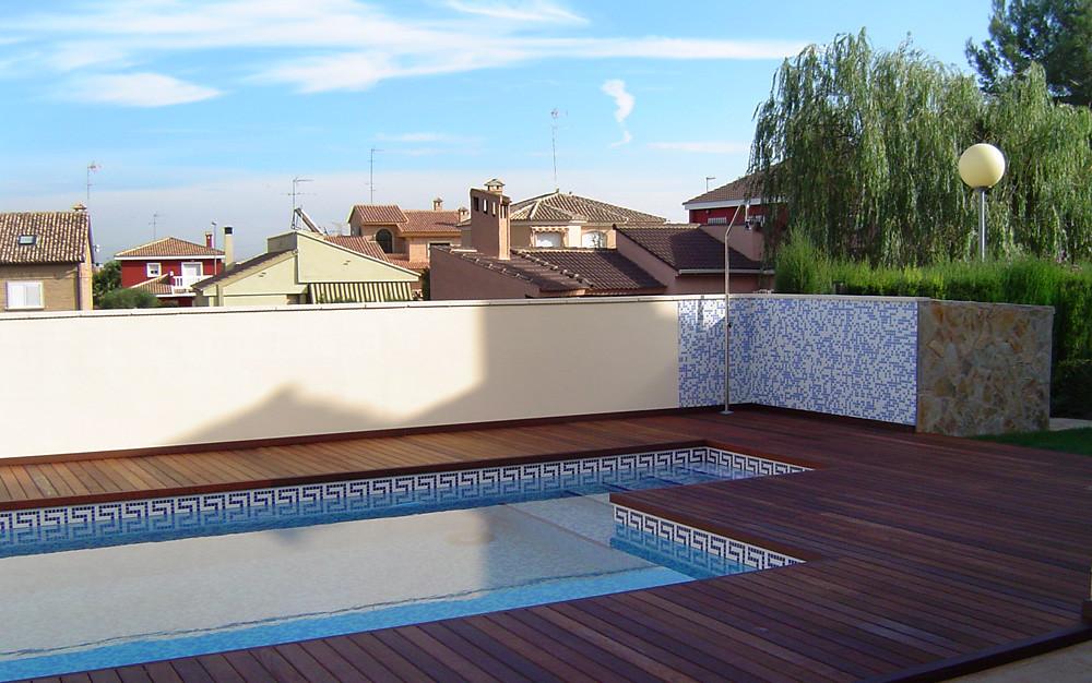 Instalaciones de suelos de madera en piscinas nuestros - Suelos para piscinas ...