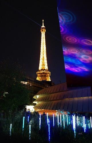 la tour Eiffel en couleurs