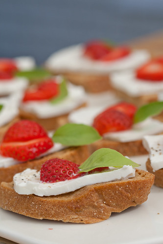 Strawberry and feta crostini / Feta-maasikaampsud | by Pille - Nami-nami