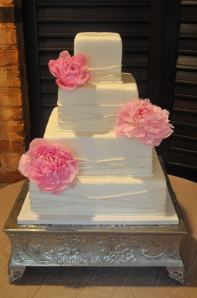 rectangle shaped wedding cake square wedding cake 14 quot 11 quot 8 quot 41 2 quot layers covered and 19054