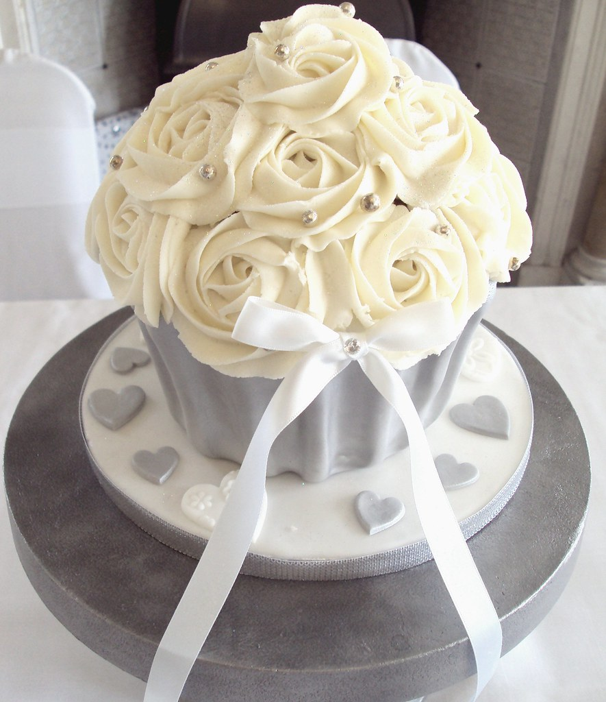 Giant Wedding Cupcake | Heavenly Cupcakes | Flickr