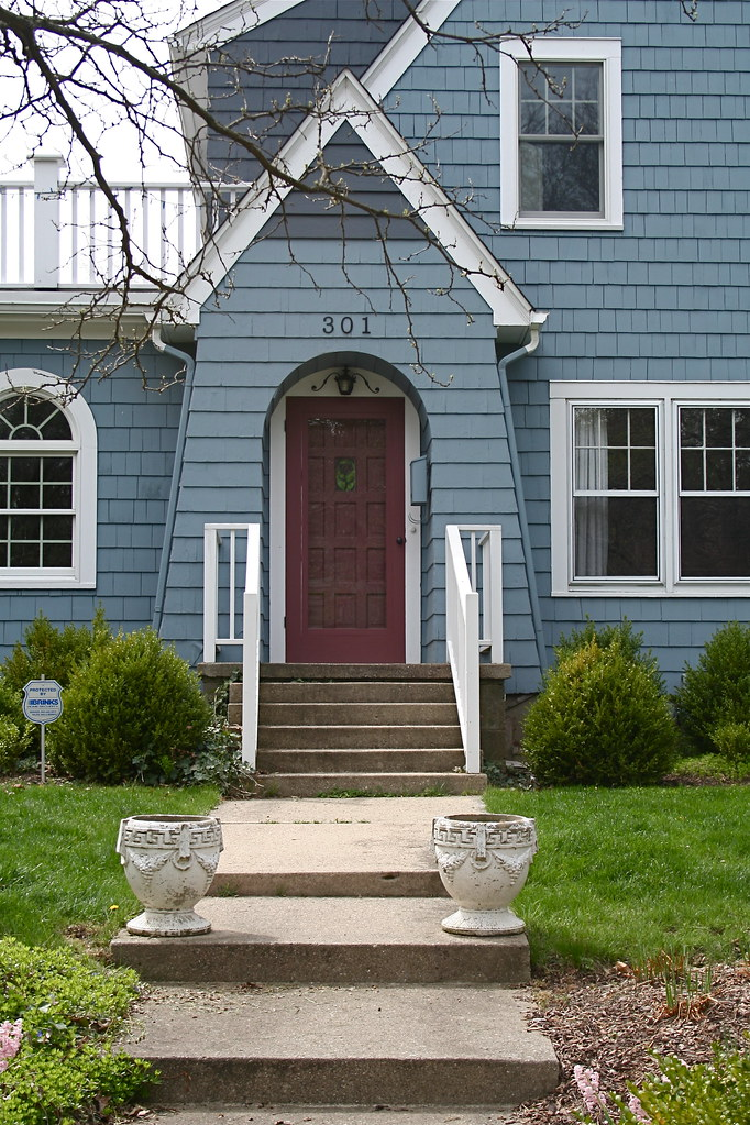 Pretty Blue House Red Door Took A Spring Drive To Enjoy