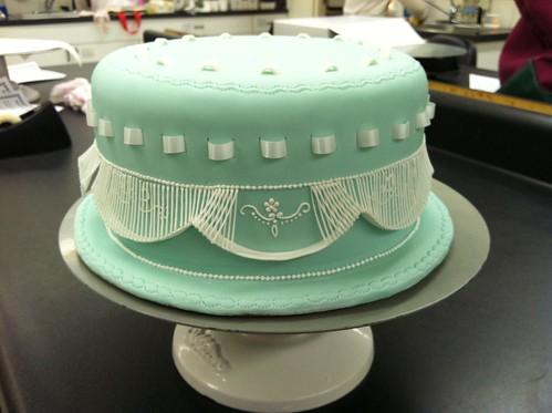 Decorating A Dummy Wedding Cake Christmas Poinsettia
