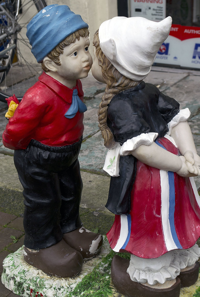 Iconic Dutch Boy And Girl Kissing Statue  Bryan  Flickr-2192