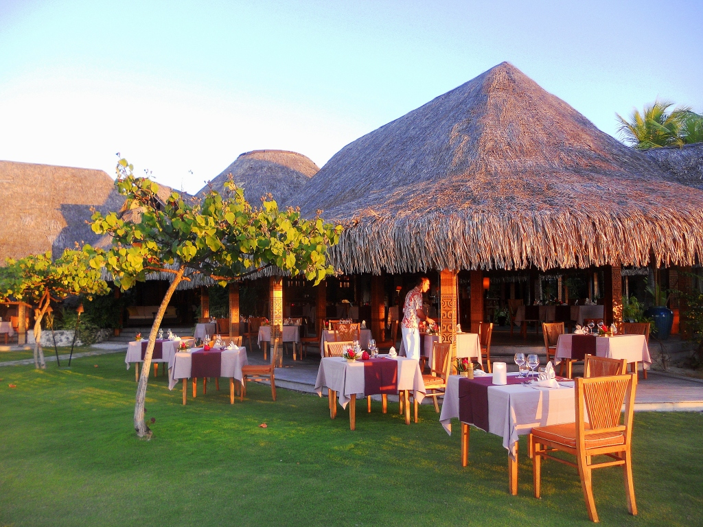 The st regis bora bora resort reverse view of te pahu r for Bora küchenger te preise