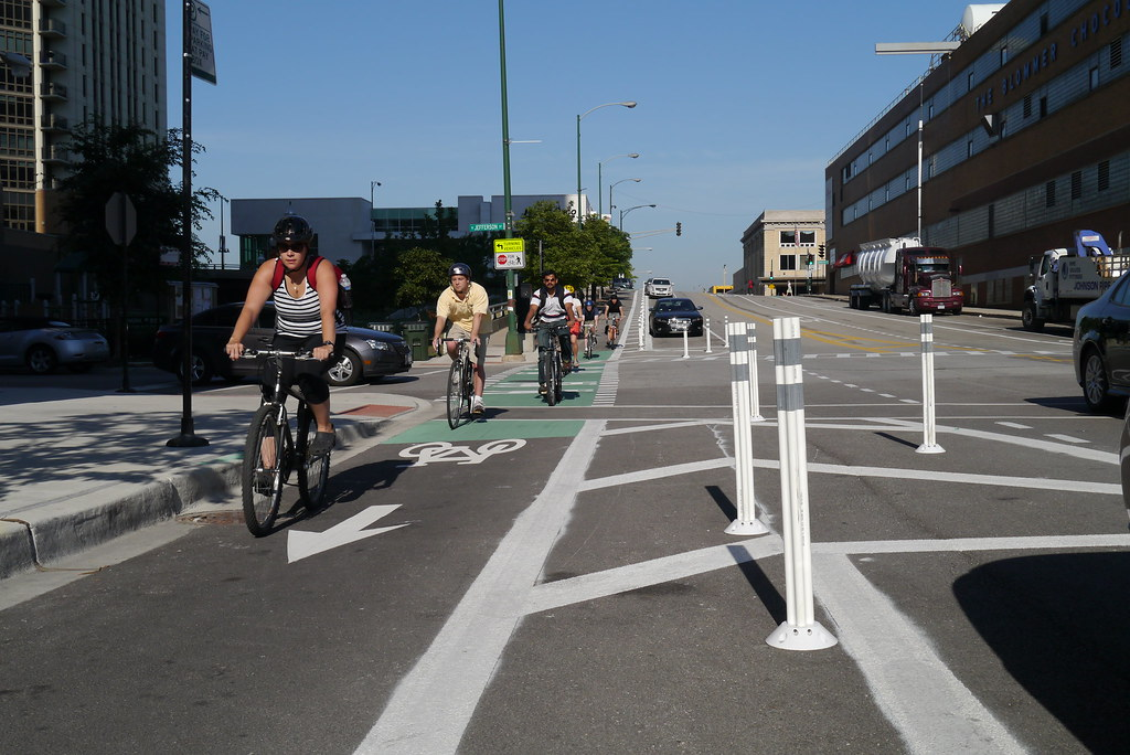 Chicago S First Protected Bike Lane On Kinzie Street Flickr