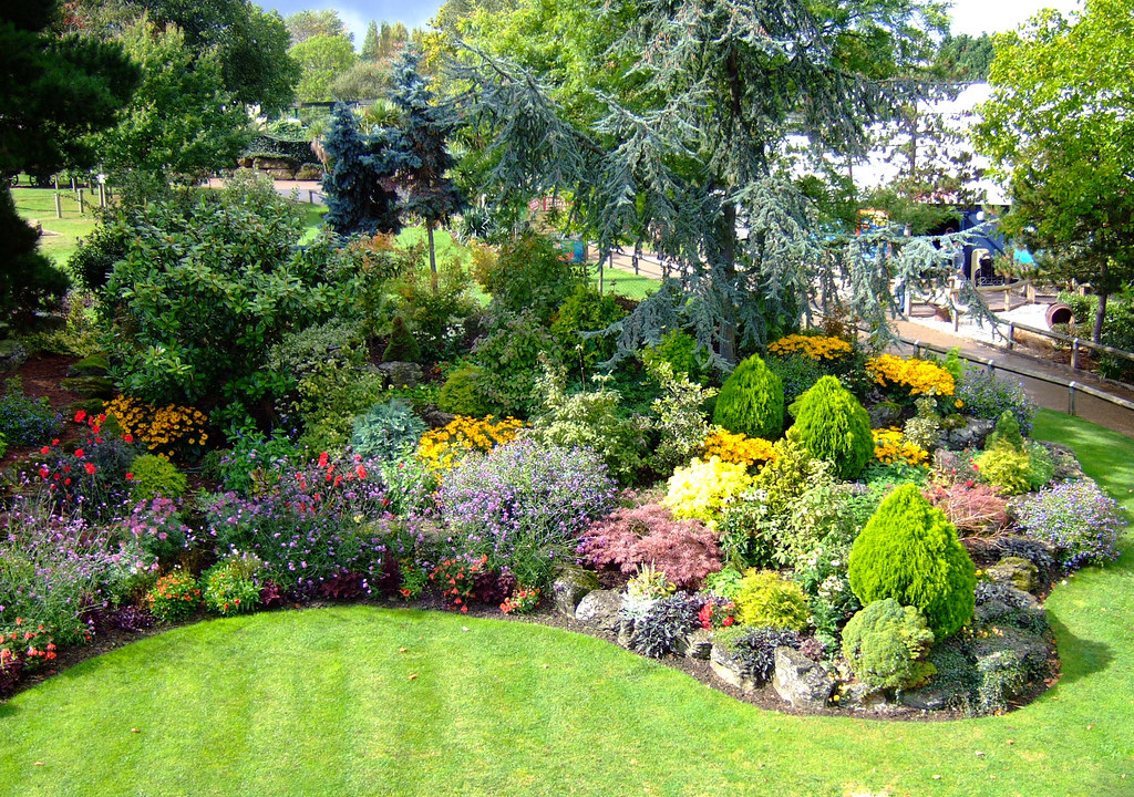 Pretty gardens read about our stay in chessington on my for Help me design my garden