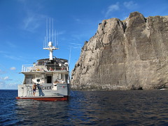 Searcher arrives at Nihoa