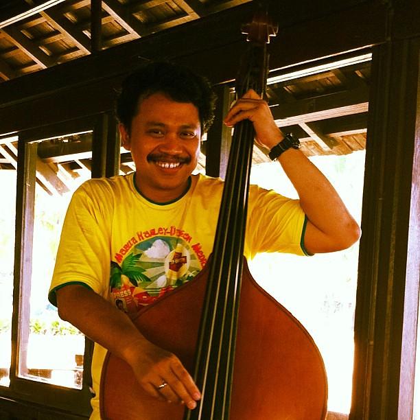 dicari gitaris vocalis dan drummer bassist nya udh ada ni flickr