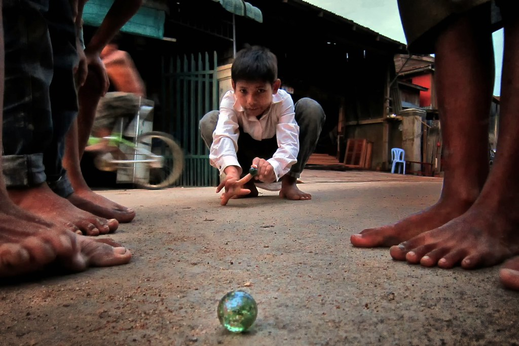 Steung Meanchey Phnom Penh Child Play The Marble Game