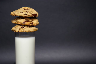 Milk and dark chocolate chunk cookies | by Patent and the Pantry