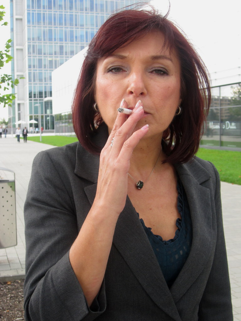 Mature Women Smoking--9028