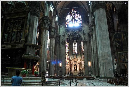 La d coration int rieur de la grande nef est constacr e for Job decoration interieur