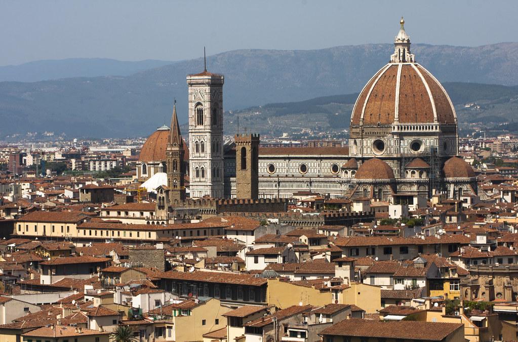 Basilica di Santa Maria del Fiore rising above Florence