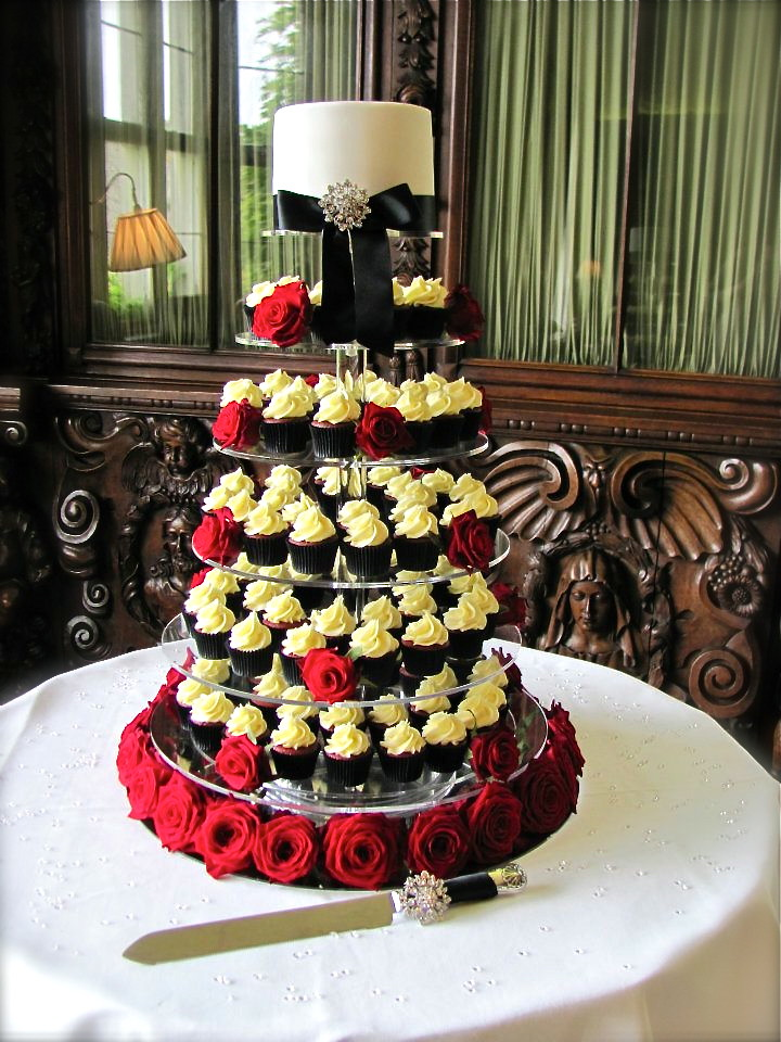 Black & White Wedding Cupcake Tower - Dressed with Red Ros… | Flickr