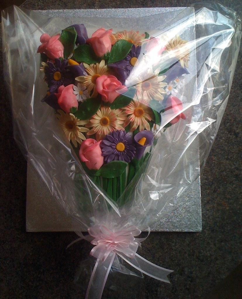 Bouquet of flowers cake donna watkins flickr bouquet of flowers cake by sweetsculpt izmirmasajfo